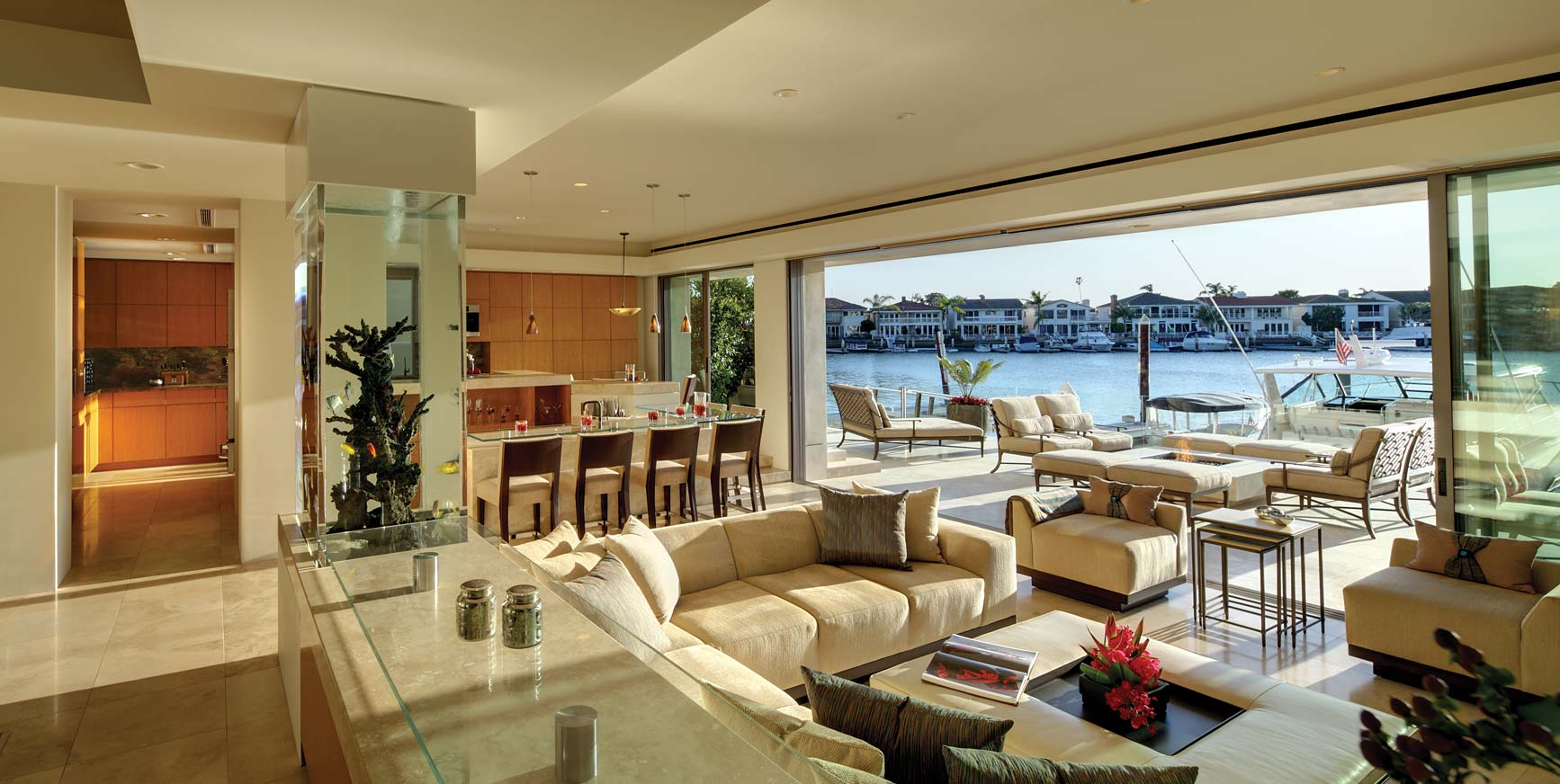 CONTEMPORARY WATERFRONT RESIDENCE